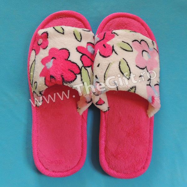 Papuci de casa decupati