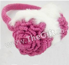 Urechi pufoase de iarna in forma de floare